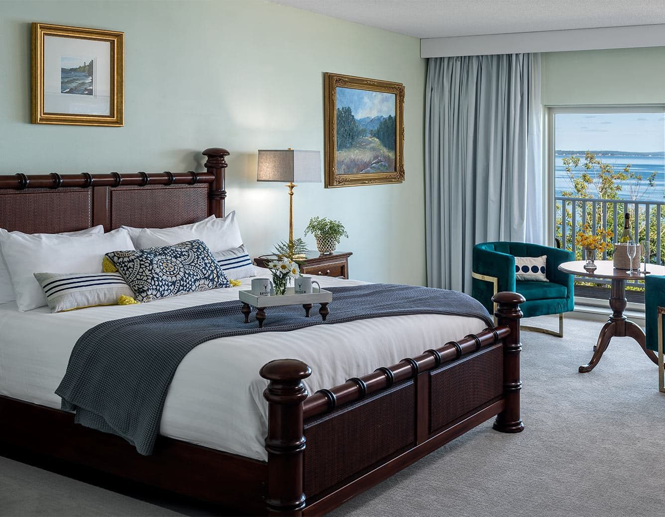 King Bed in Island Level Room